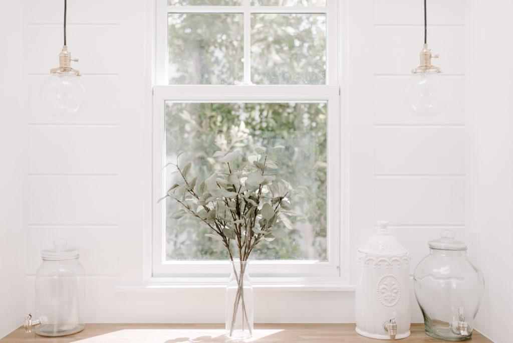 window 1024x684 - Contact